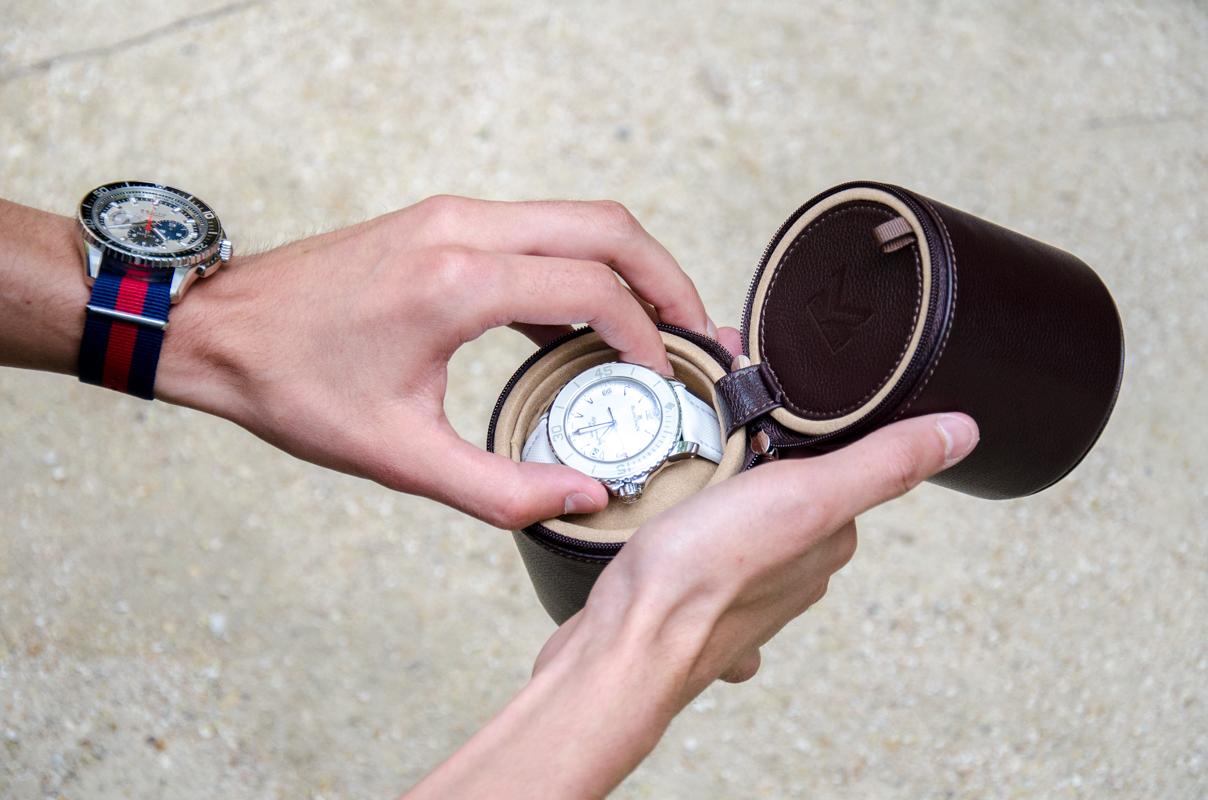 coffret de voyage marron pour 2 montres par oh s lection. Black Bedroom Furniture Sets. Home Design Ideas